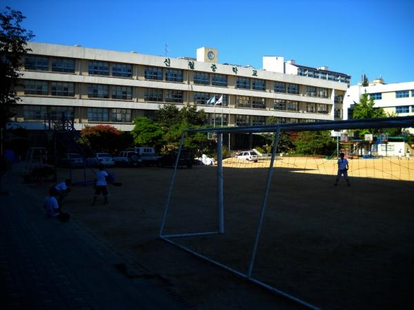 Sinhwol Middle School